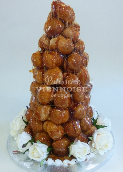 Croquembouche: Image 5 (Small Traditional Croquembouche)
