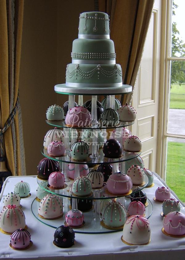 Individual Cakes: Image 3 (Design W)